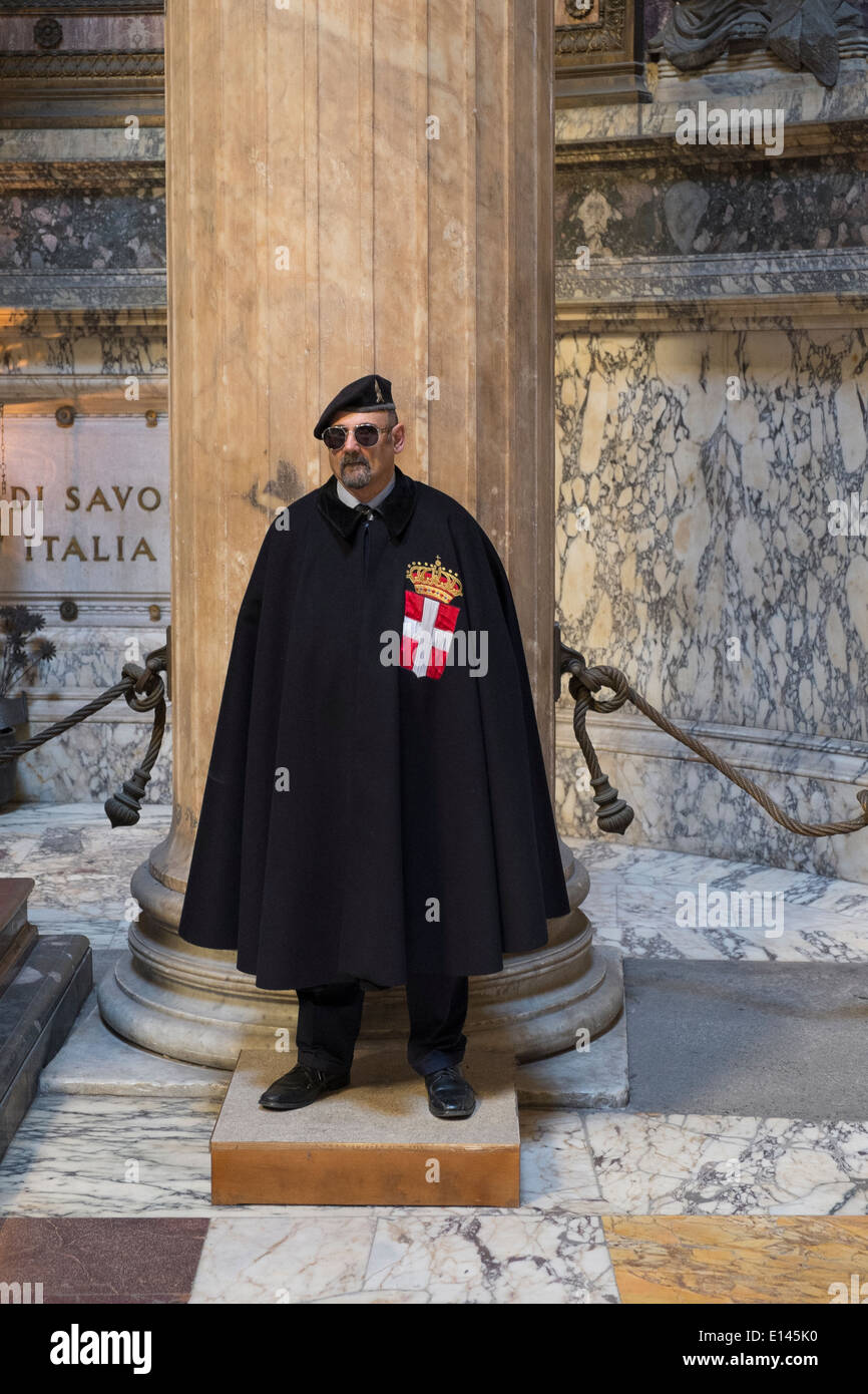 Guard of Honor to the royal tombs of the Pantheon - Stock Image