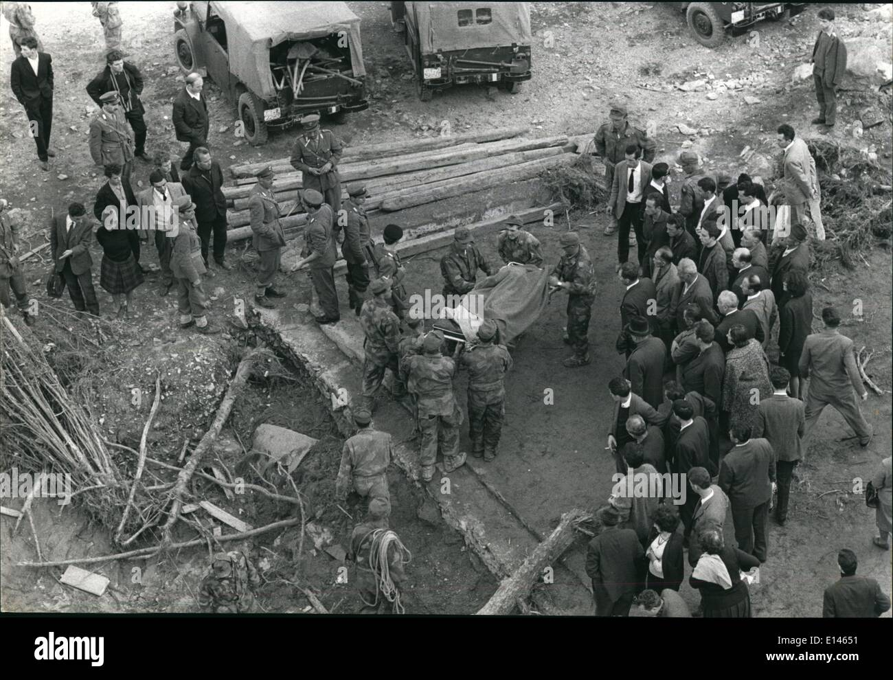 Apr. 16, 2012 - The Tragedy Of The Vajont Dam Disaster.: Longarone, Italy  12 Oct, 1963 ''The Scene As Italian Soldiers Are Carrying A Recuperated Body Of A Victim On A Stretcher, Civilians, Desolated, Look On. - Stock Image