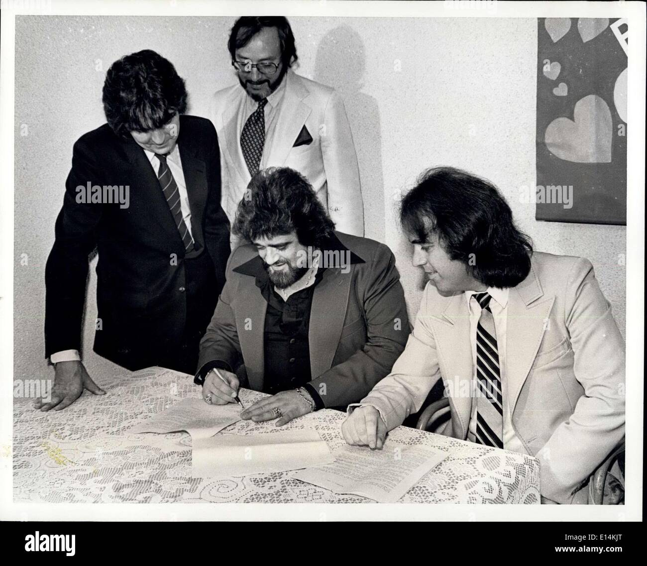Apr. 05, 2012 - New York Cit -- Sept. 3, 1981 -- Disc Jockey Wolman Jack: New York City - Sept. 3, 1981 - Disc Jockey Wolfman Jack, and ''Radio Carolline'' principal Paul Collins sign with ''Major Market Radio sales''. The company will act as advertising sales agent for the Radio Caroline pirate broadcasting station to be locate on the ship ''Imagine'' in the North Sea. Looking on at the signing are Don Acree, Wolfman's publicNew York Cit -- Sept. 3, 1981 -- Disc Jockey Wolman Jack: New York City - Sept - Stock Image