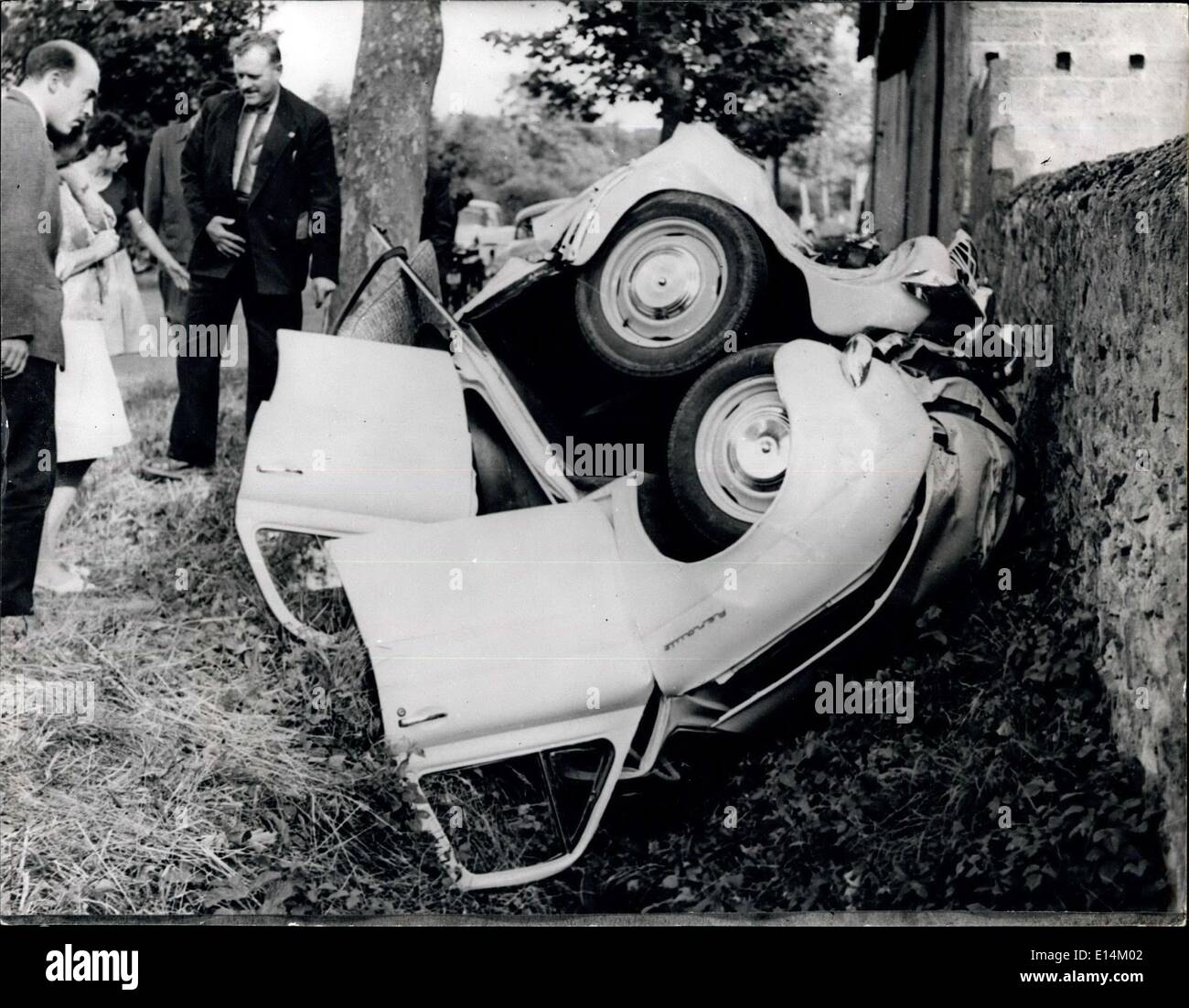 Apr. 05, 2012 - Making ends meet the hard way. This bumper to bumper accident let the driver escape unharmed. - Stock Image