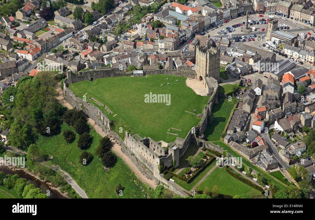 aerial view of the North Yorkshire market town of Richmond with its sloping cobbled market square and famous Castle - Stock Image