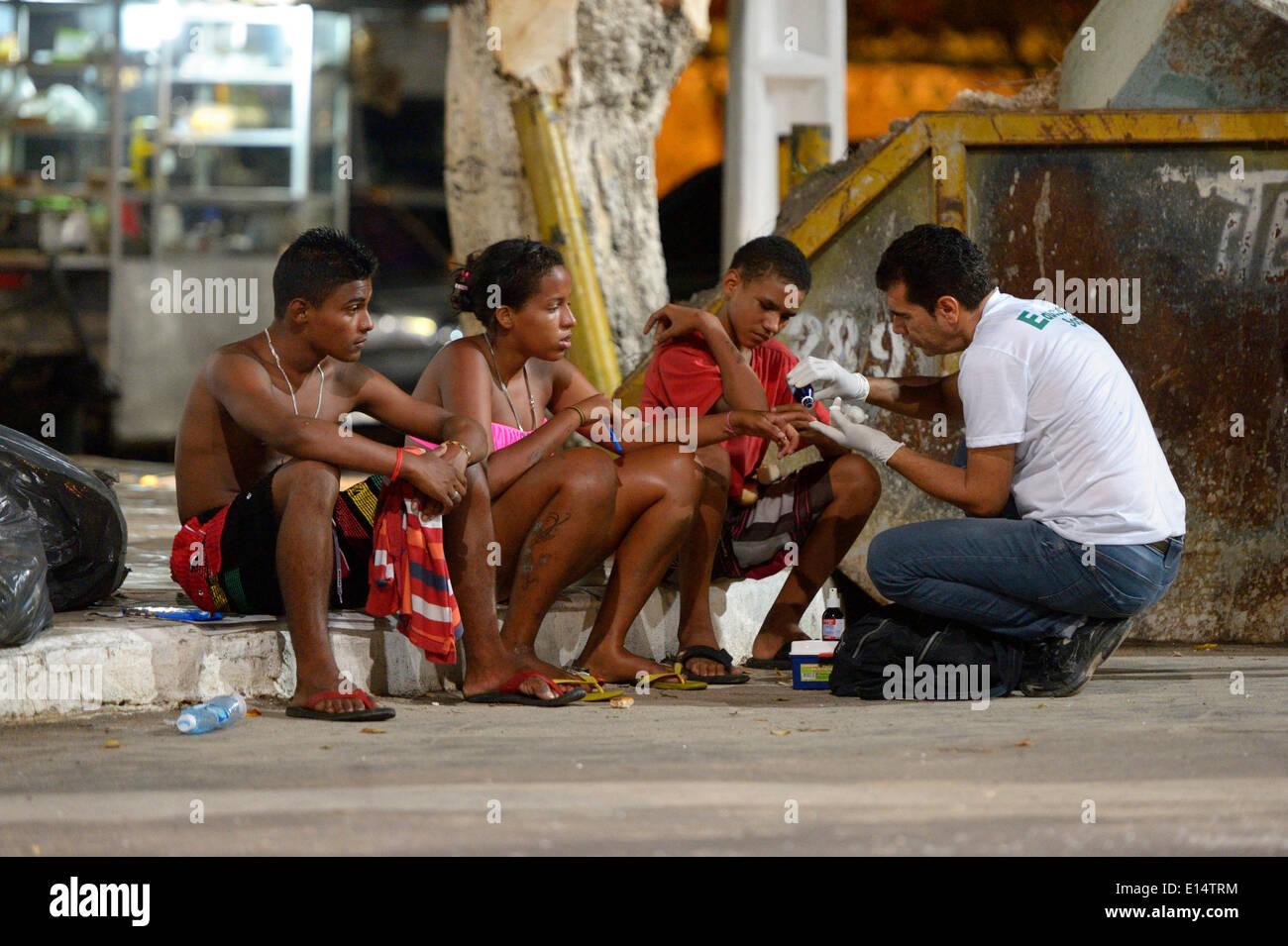 Social worker supporting street children, Fortaleza, Ceará, Brazil - Stock Image