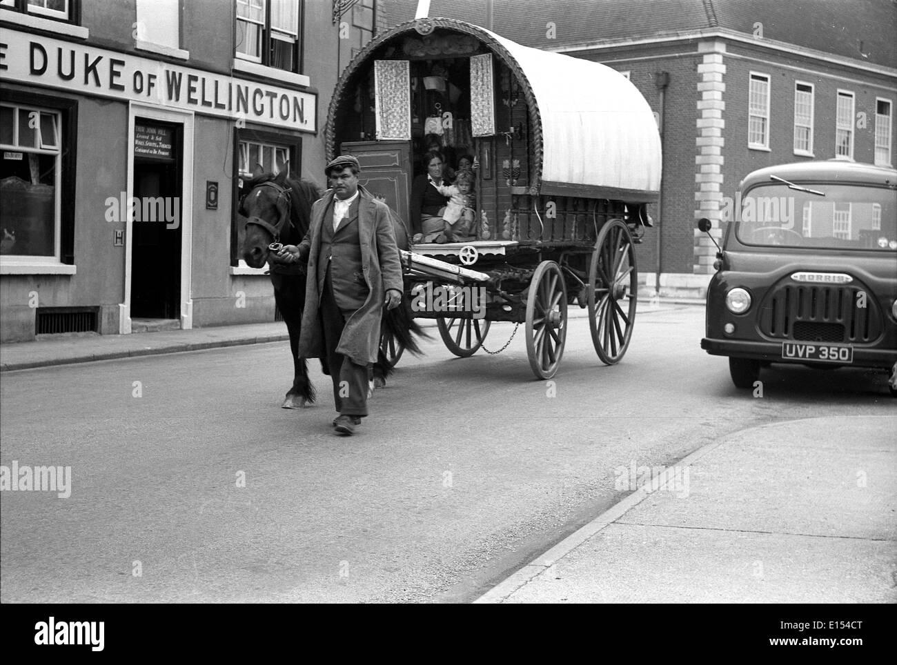Gypsy traveller family in bow top caravan 1950s Britain - Stock Image