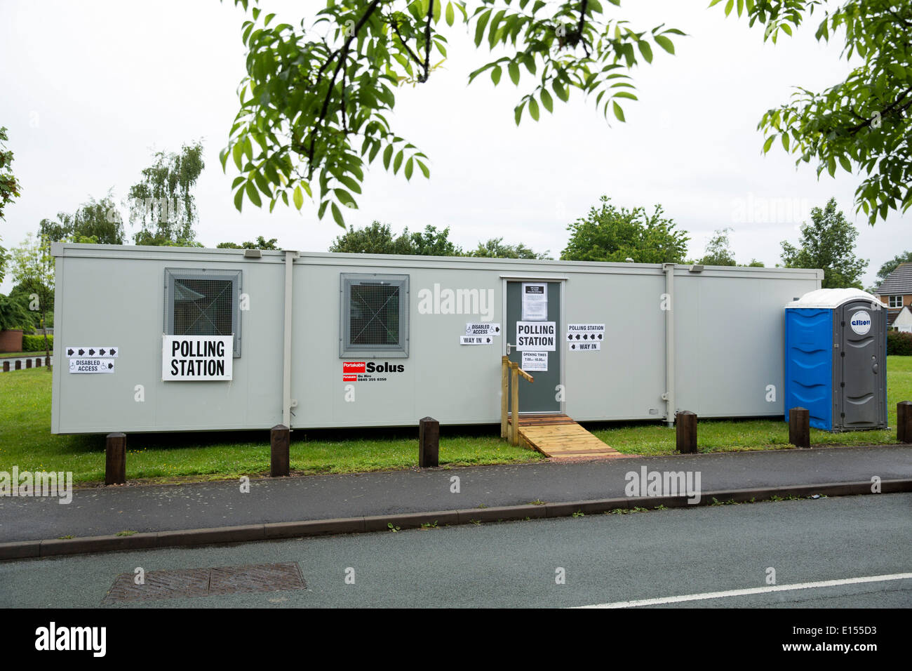 A portacabin being used as a Polling Station in Durham Close, Fazeley, Tamworth, Staffordshire for the European Elections - Stock Image