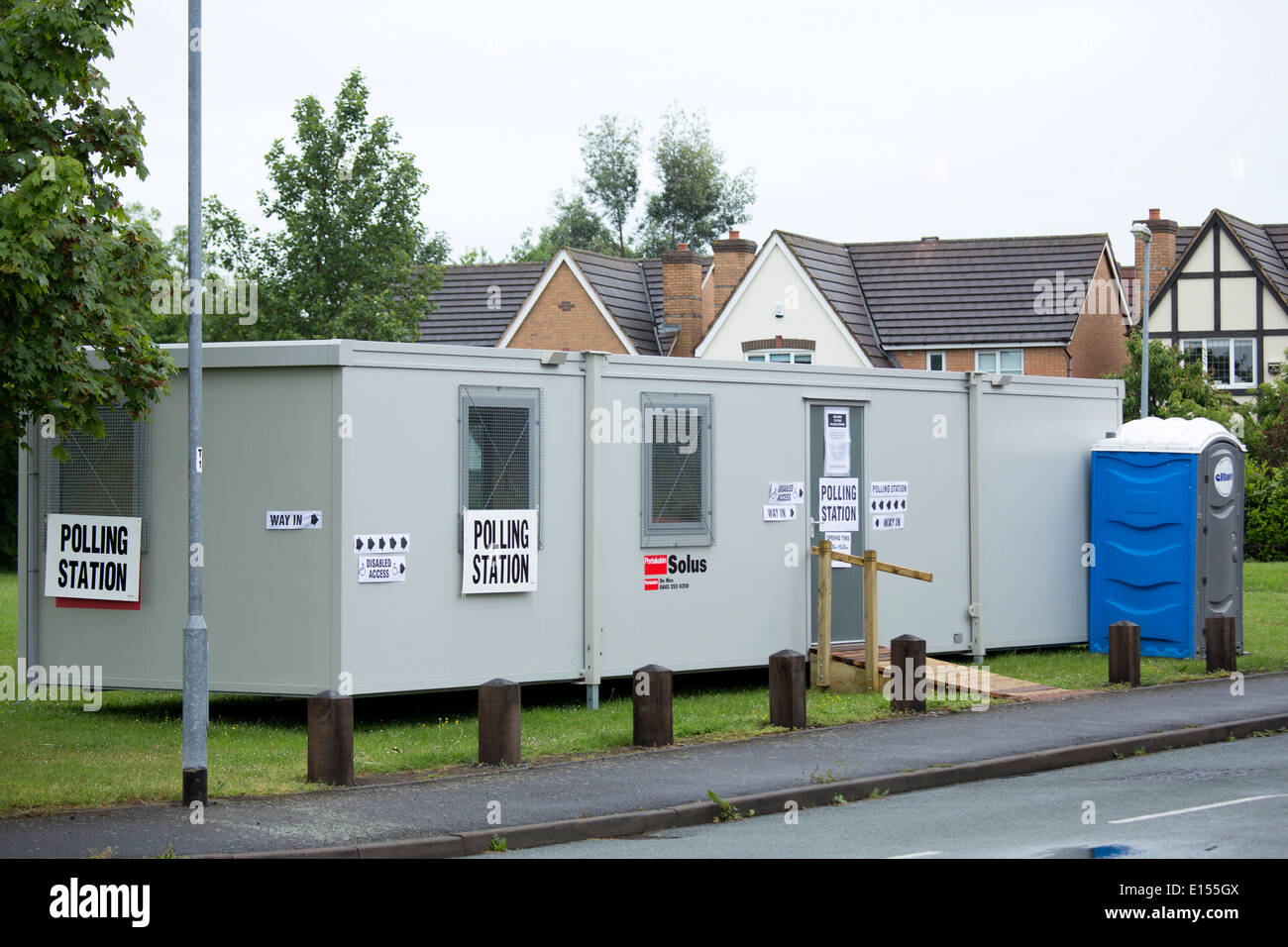 A portacabin being used as a Polling Station in Durham Close, Fazeley, Tamworth, Staffordshire for the European - Stock Image