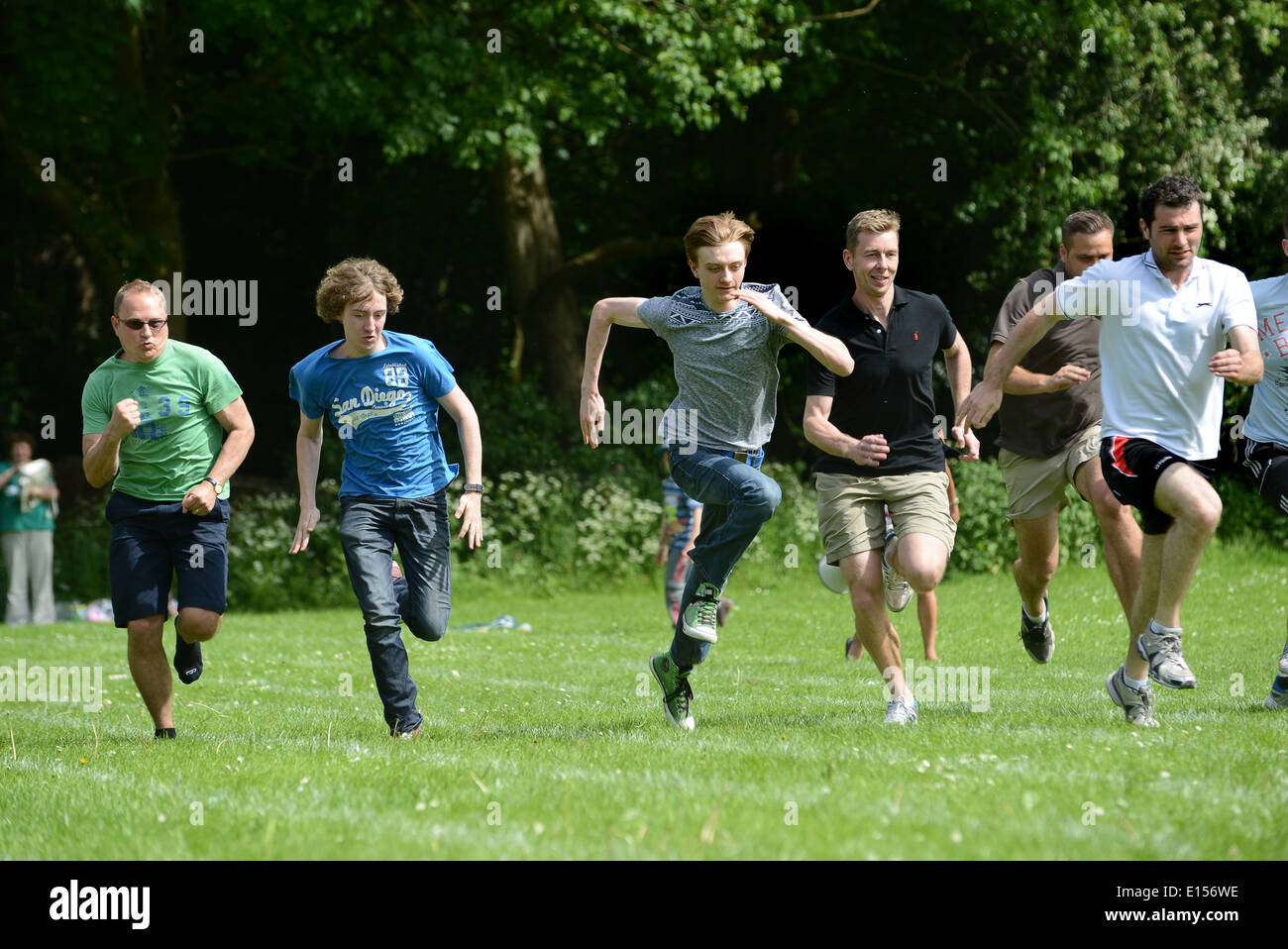 School sports day dads parents race 2014 - Stock Image
