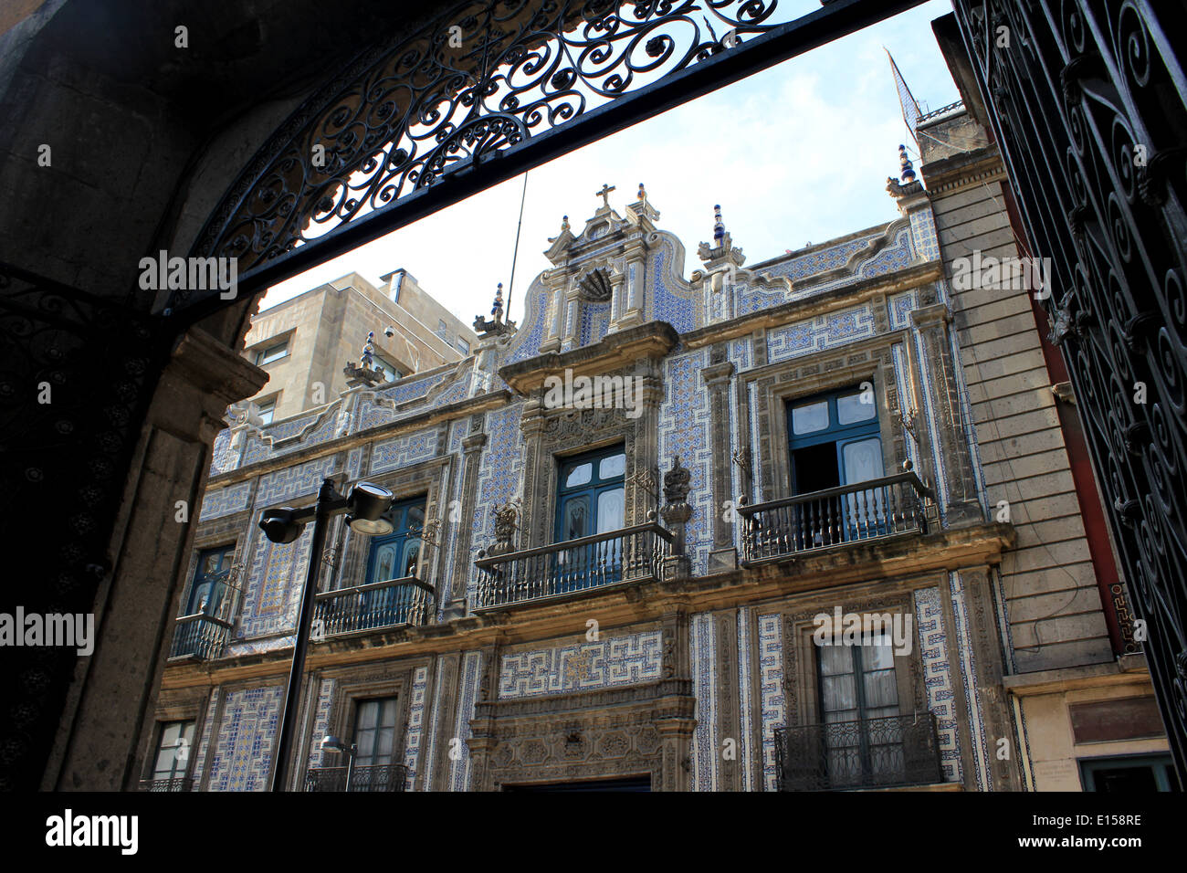 Looking towards the Casa de los Azulejos (House of Tiles) from across the street, Centro Historico, Mexico City - Stock Image
