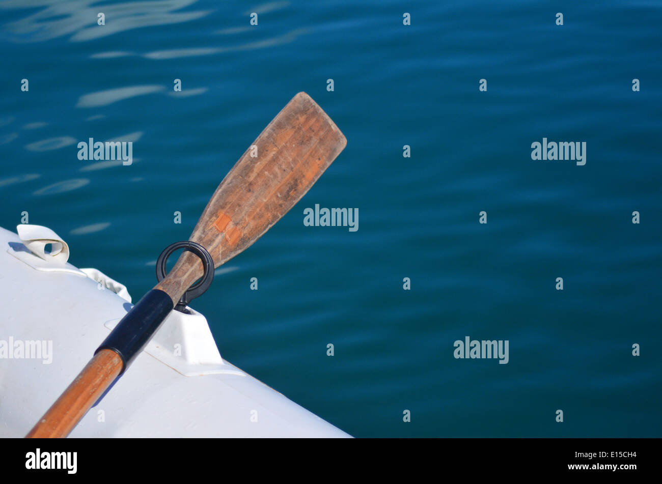 White dingy boat with wooden oar mooring at sea. Concept photo of sailing, cruise, travel, vacation. Copy space - Stock Image
