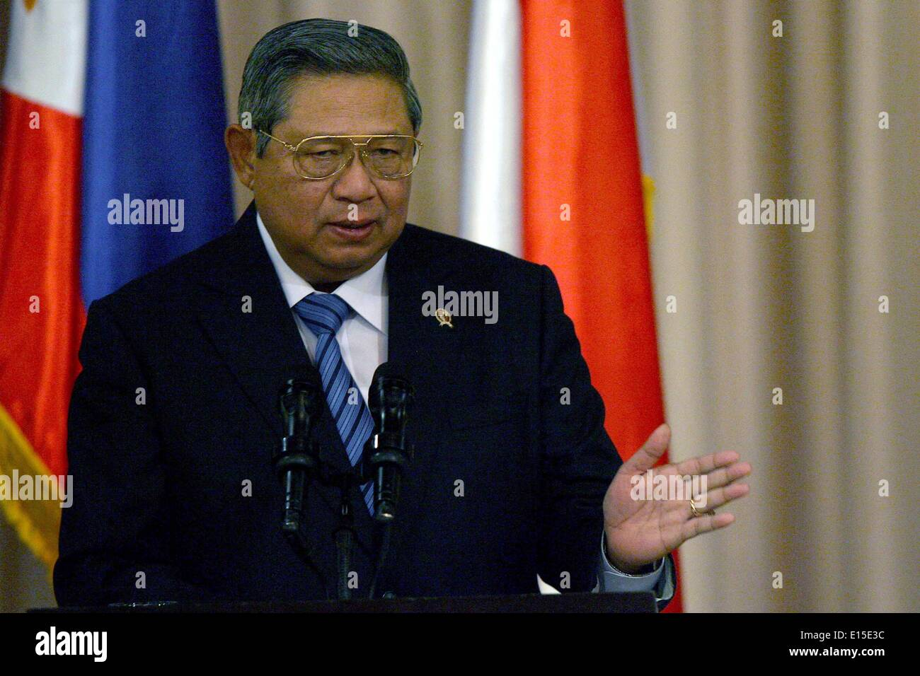 Manila, Philippines. 23rd May, 2014. Indonesian President Susilo Bambang Yudhoyono attends the joint press conference during his state visit at the presidential palace in Manila, the Philippines, May 23, 2014. The Philippines and Indonesia signed on Friday an agreement on the delimitation of their overlapping exclusive economic zones (EEZ) in the Mindanao Sea and Celebes Sea. © Rouelle Umali/Xinhua/Alamy Live News - Stock Image
