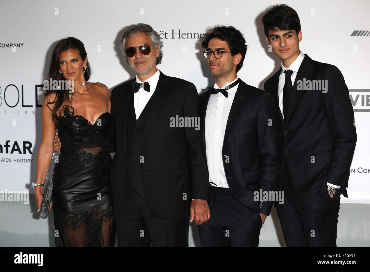 Cannes, France. 22nd May 2014. Veronica Berti (l-r), Andrea Bocelli, Amos Bocelli and Matteo Bocelli attend the Cinema Against AIDS amfAR gala 2014 held at the Hotel du Cap, Eden Roc in Cap d'Antibes, France, 22 May 2014, during the 67th annual Cannes Film Festival. Photo: Hubert Boesl/dpa NO WIRE SERVICE/Alamy Live News - Stock Image