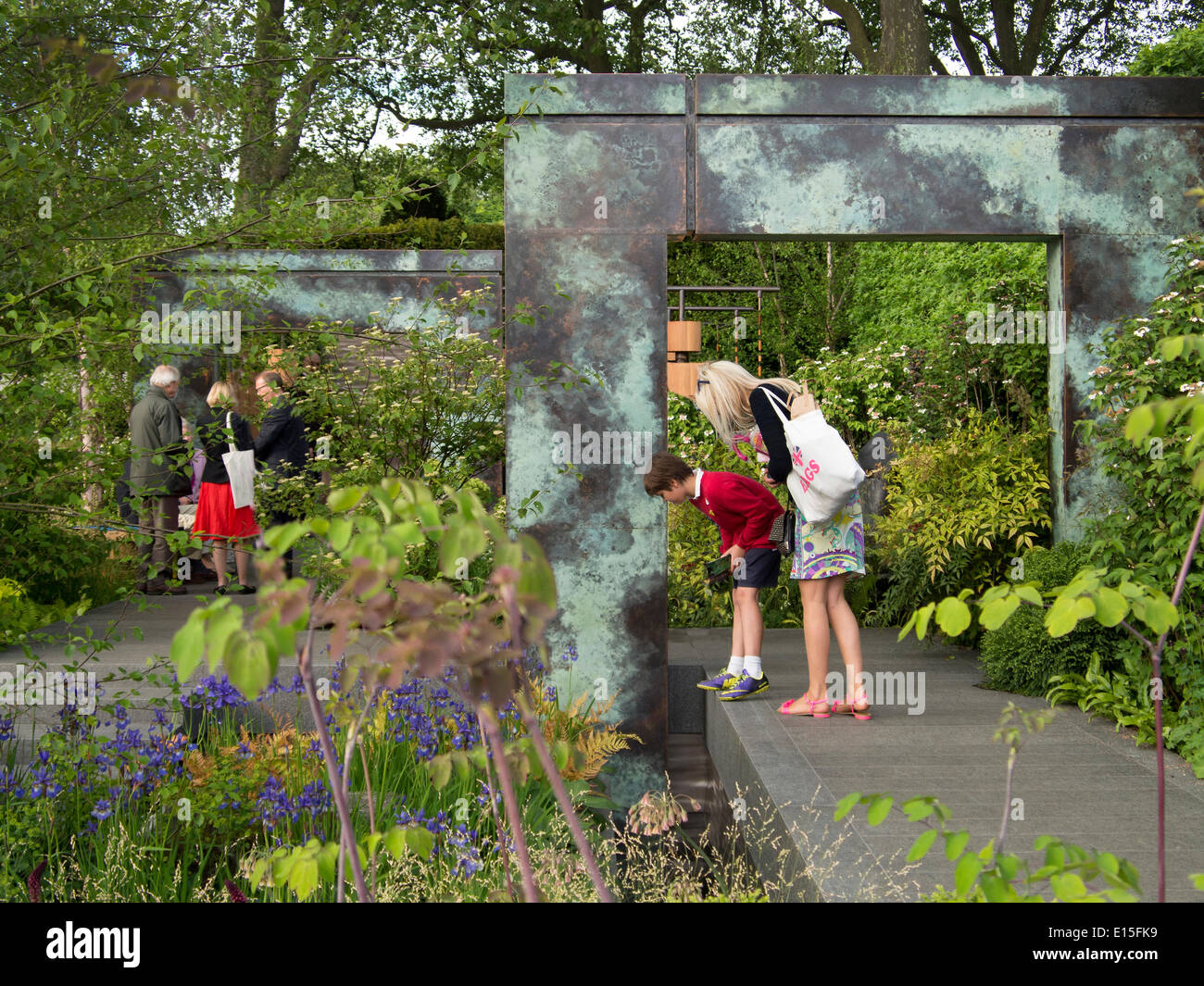 Chelsea, London, UK. 22nd May 2014. Visitors to Chelsea Flower Show 2014 Credit:  Martyn Goddard/Alamy Live News Stock Photo