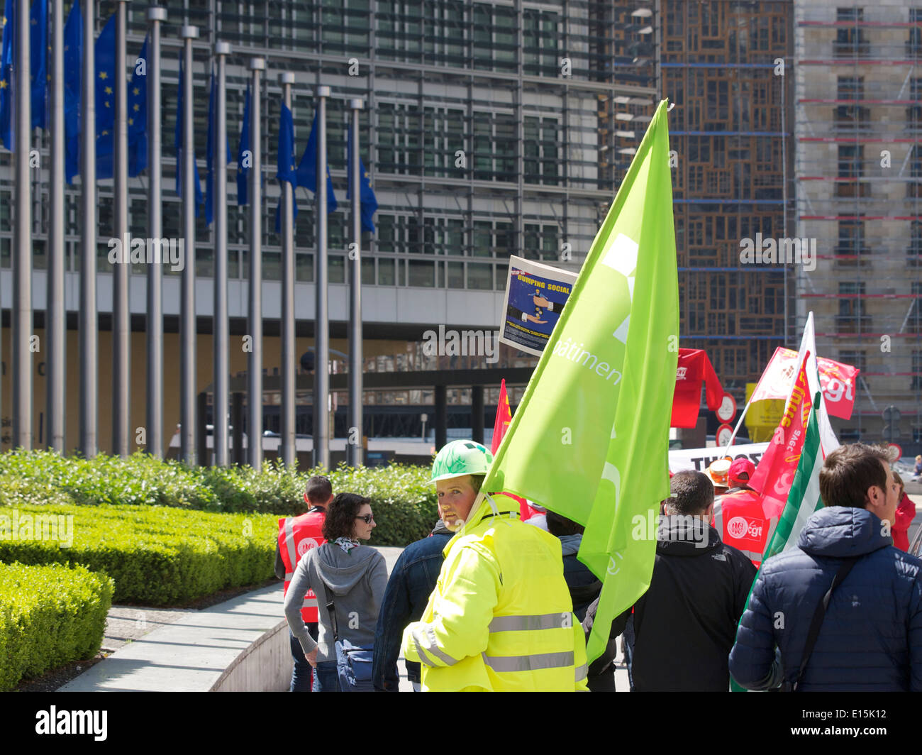 People protesting at the European Commission Berlaymont building in Brussels, Belgium - Stock Image
