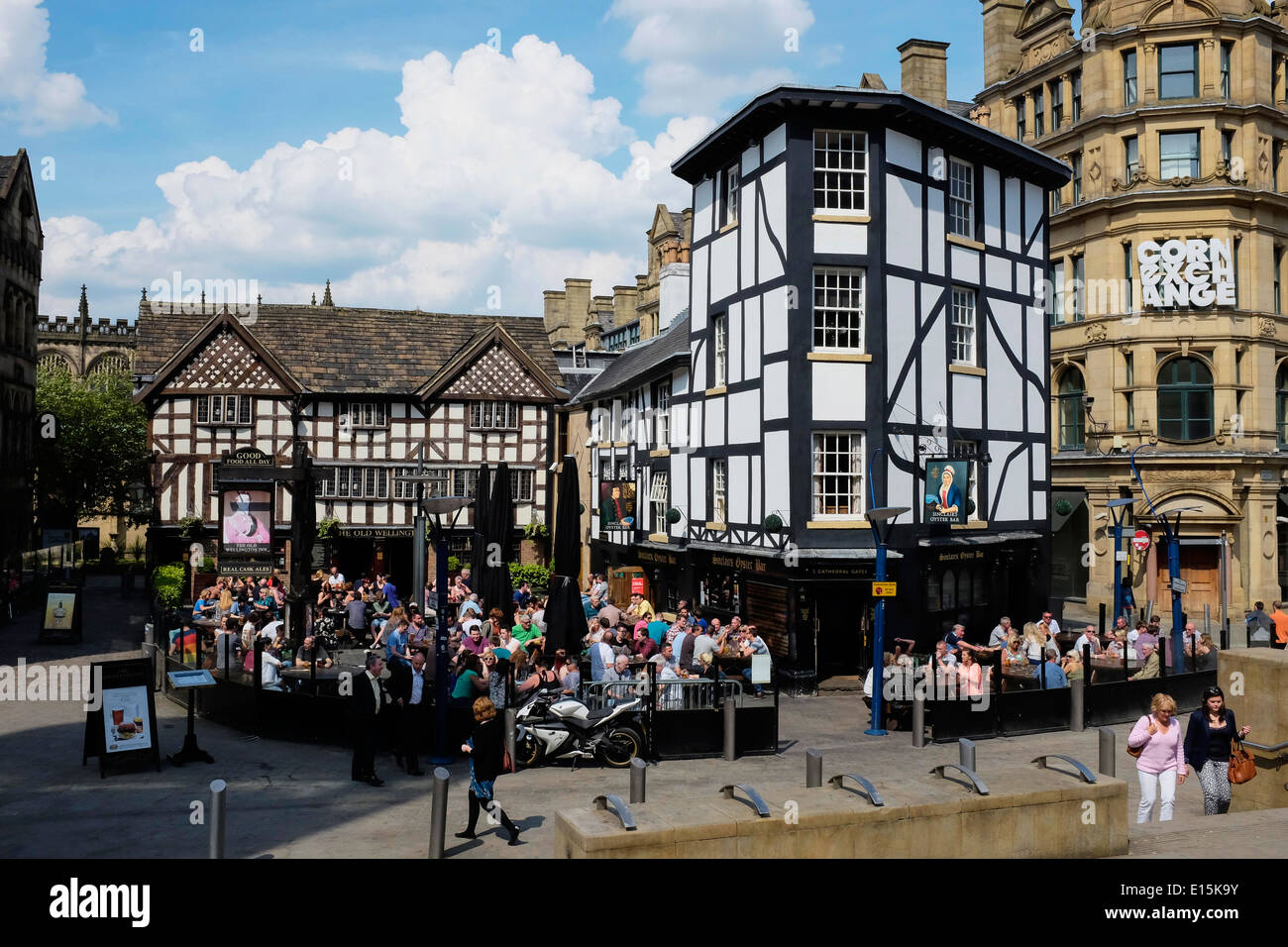 The Old Wellington Inn and Sinclairs Oyster Bar in Manchester city centre UK Stock Photo