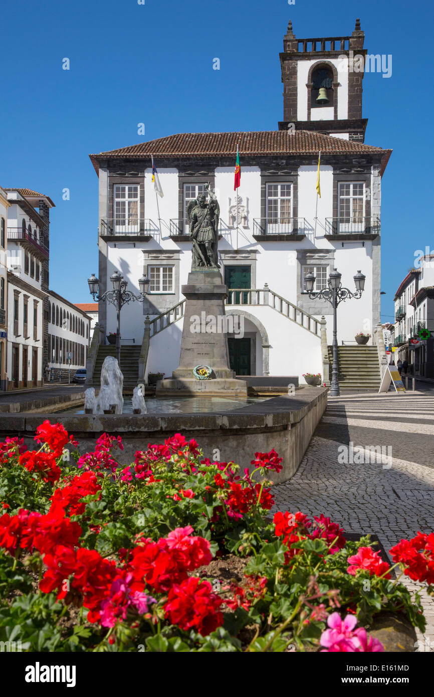 Geraniums below the Câmara Municipal de Ponta Delgada - City Hall, Sao Miguel Island, Azores, Portugal - Stock Image
