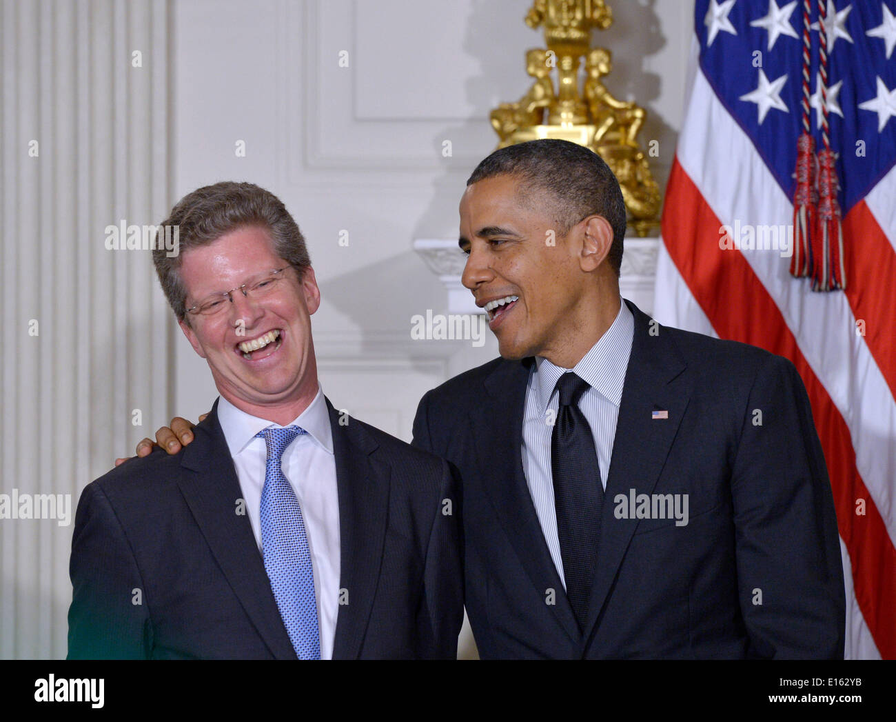 Washington, DC, USA. 23rd May, 2014. U.S. President Barack Obama (R) laugh with current Department of Housing and Stock Photo