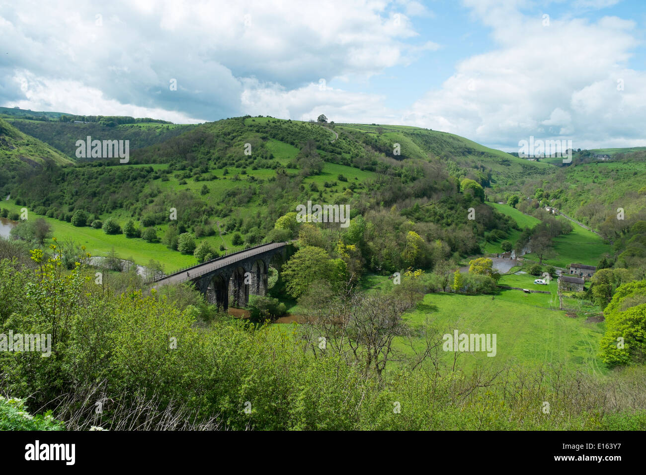 View of the Monsal Valley and viaduct, Peak District National Park, Derbyshire, England. - Stock Image