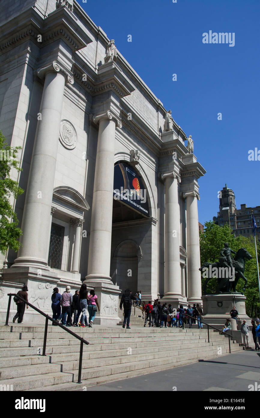 The entrance to the American Museum of Natural History, on the Upper West Side of Manhattan, New York, NY. - Stock Image