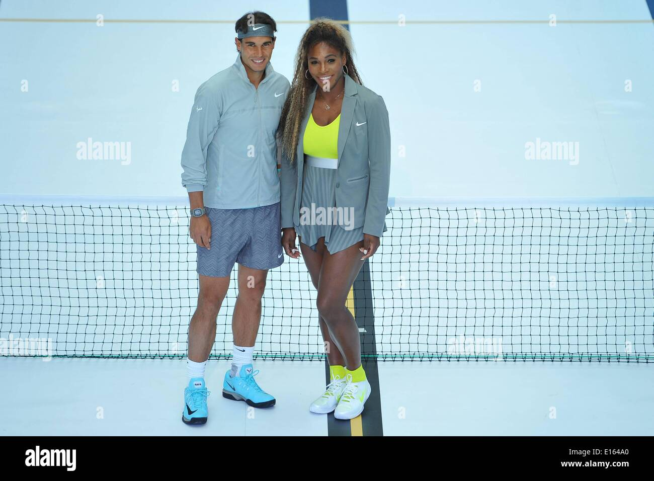 Paris, France. 23rd May, 2014. Molitor Swimming Pool, Paris, France. 23rd May, 2014. US tennis player Serena Williams (L) and Spain's tennis player Rafael Nadal are pictured after exchanging balls on a tennis court set up in a swimming pool at the Molitor luxury swimming pool complex in Paris as part of a Nike Tennis promotion Credit:  Action Plus Sports/Alamy Live News - Stock Image