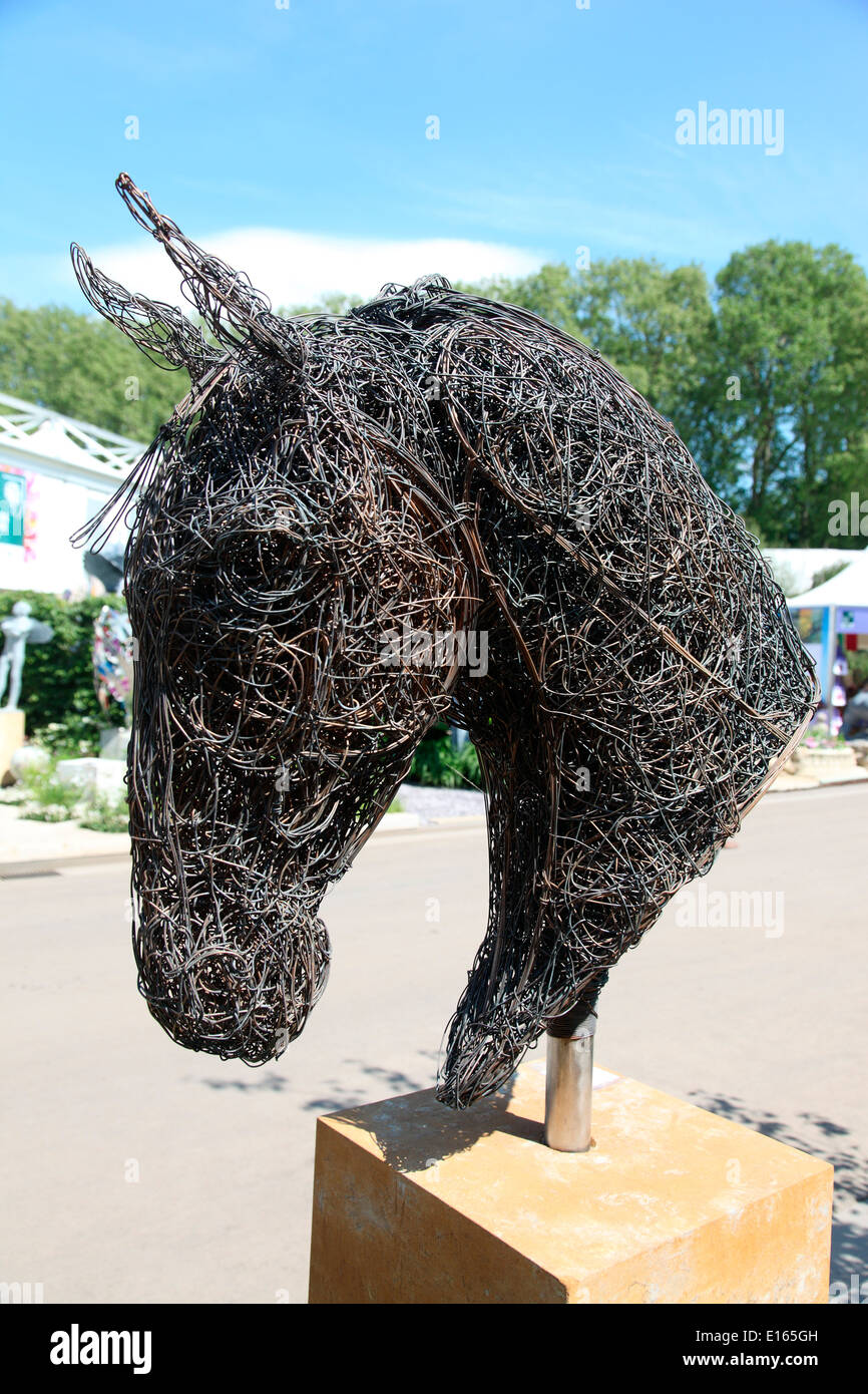 Horse Head Wire Sculpture By Rupert Till At The Chelsea Flower Show Stock Photo Alamy