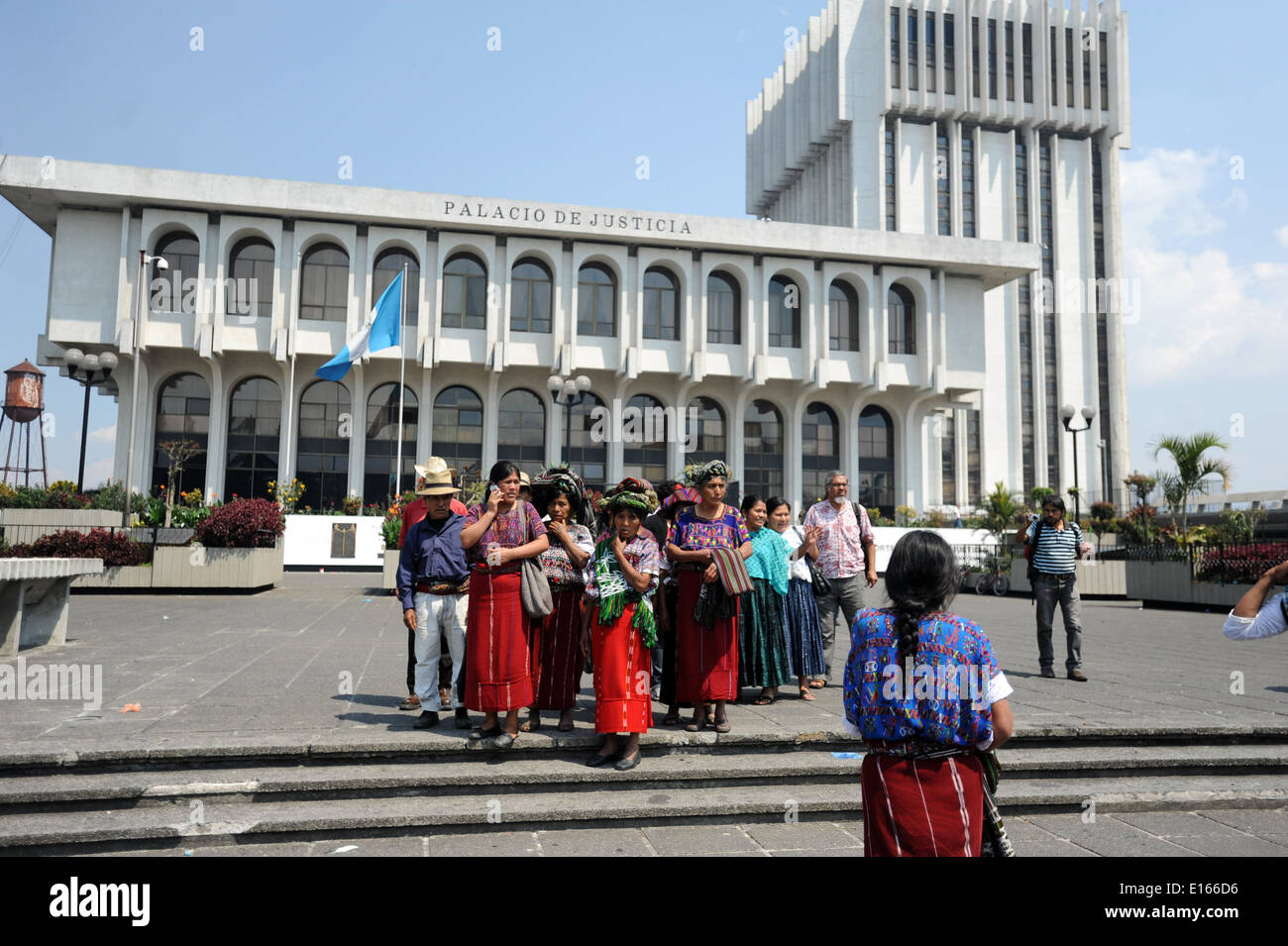 Ixel people gather in front of the Supreme Court Building as ex-Guatemalan dictator Rios Montt goes on trial for Genocide, Guatemala City, Guatemala. - Stock Image