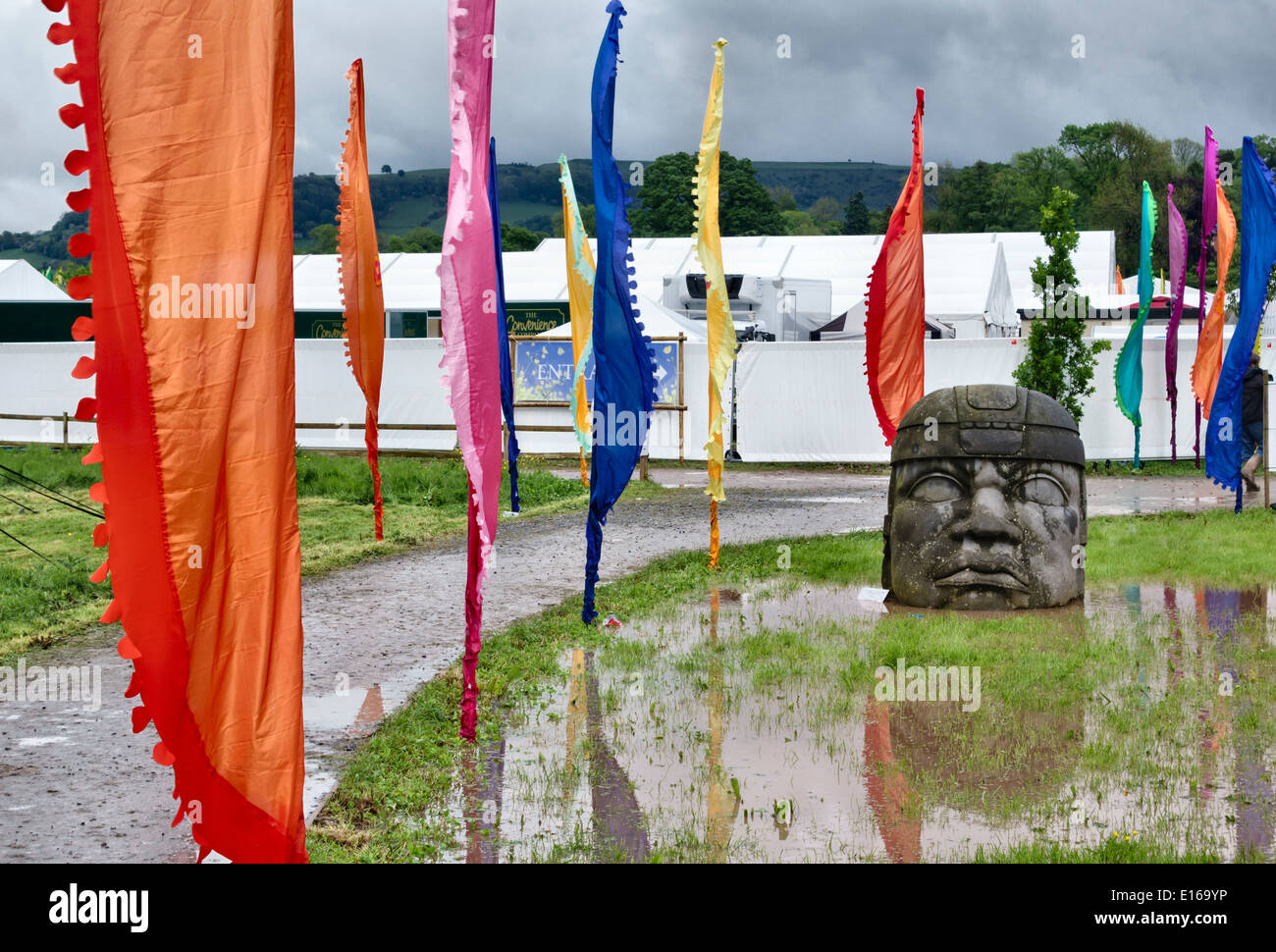 A wet day at the 2014 Hay Festival of Literature - the statue is a gift from the city of Veracruz in Mexico - Stock Image
