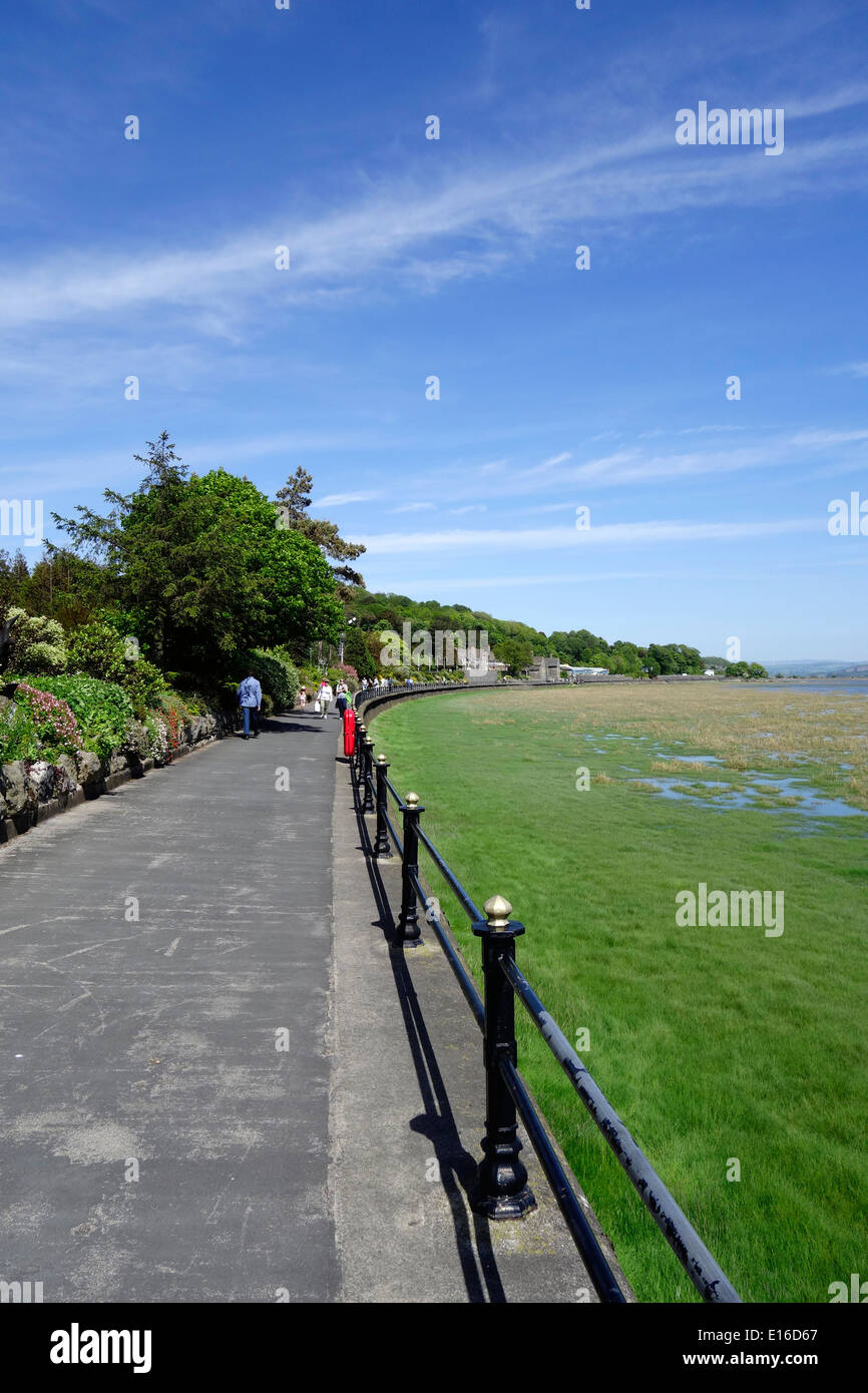Promenade at Grange-Over-Sands Overlooking Morecambe Bay, Cumbria, England, UK - Stock Image