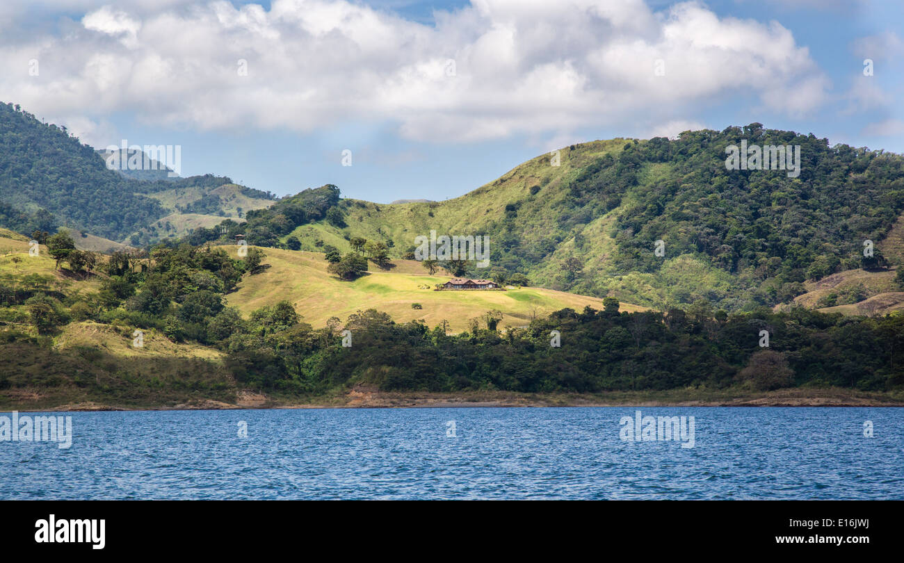 Landscape with ranch on the shores of Arenal lake in central Costa Rica - Stock Image