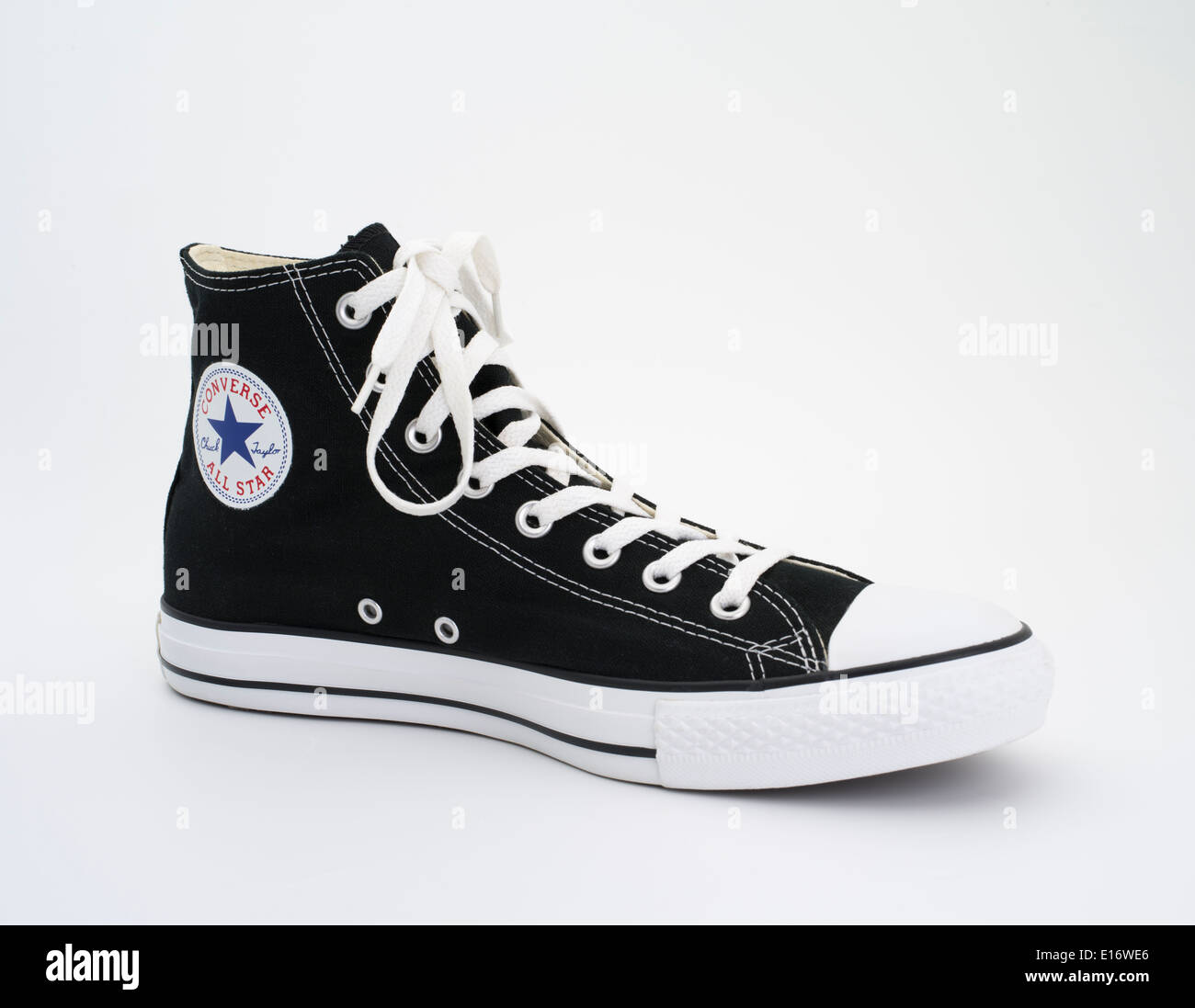 c3d45c16945d Converse All Star Black and White Chuck Taylor - Chuck Taylor All-Stars  canvas and rubber shoes - basketball sneakers