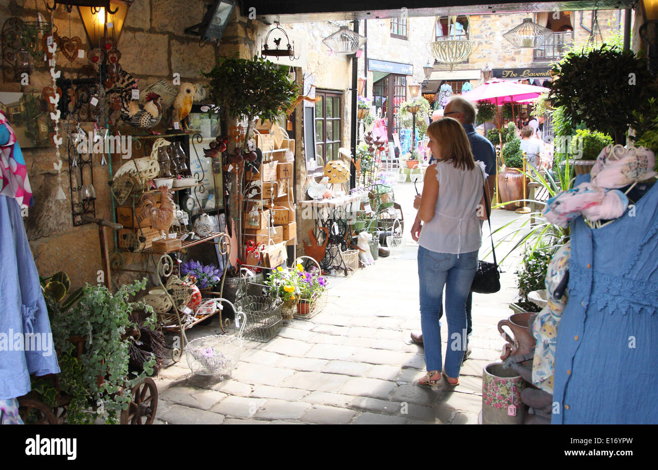 A couple peruse the specialty shops in the Hebden Court, Bakewell, Peak District, Derbyshire, England, UK - Stock Image