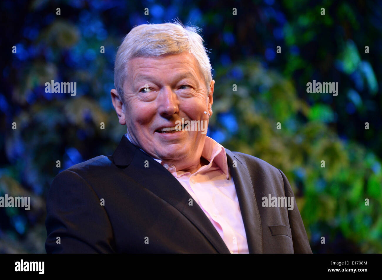 Hay on Wye, Wales UK. Sunday 25 May 2014. Former Labour cabinet member, and Orwell Prize winning author, ALAN JOHNSON on the fourth day of the 2014 Daily Telegraph Hay Literature Festival, Wales UK photo Credit: keith morris/Alamy Live News - Stock Image