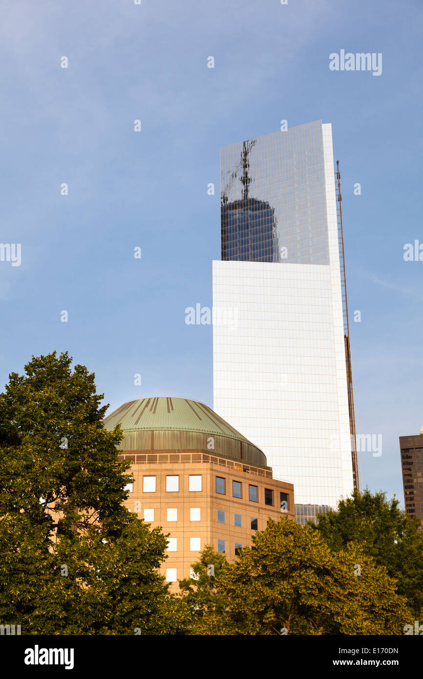 The finished Four World Trade Center behind the World Financial Center in New York with blue sky - Stock Image