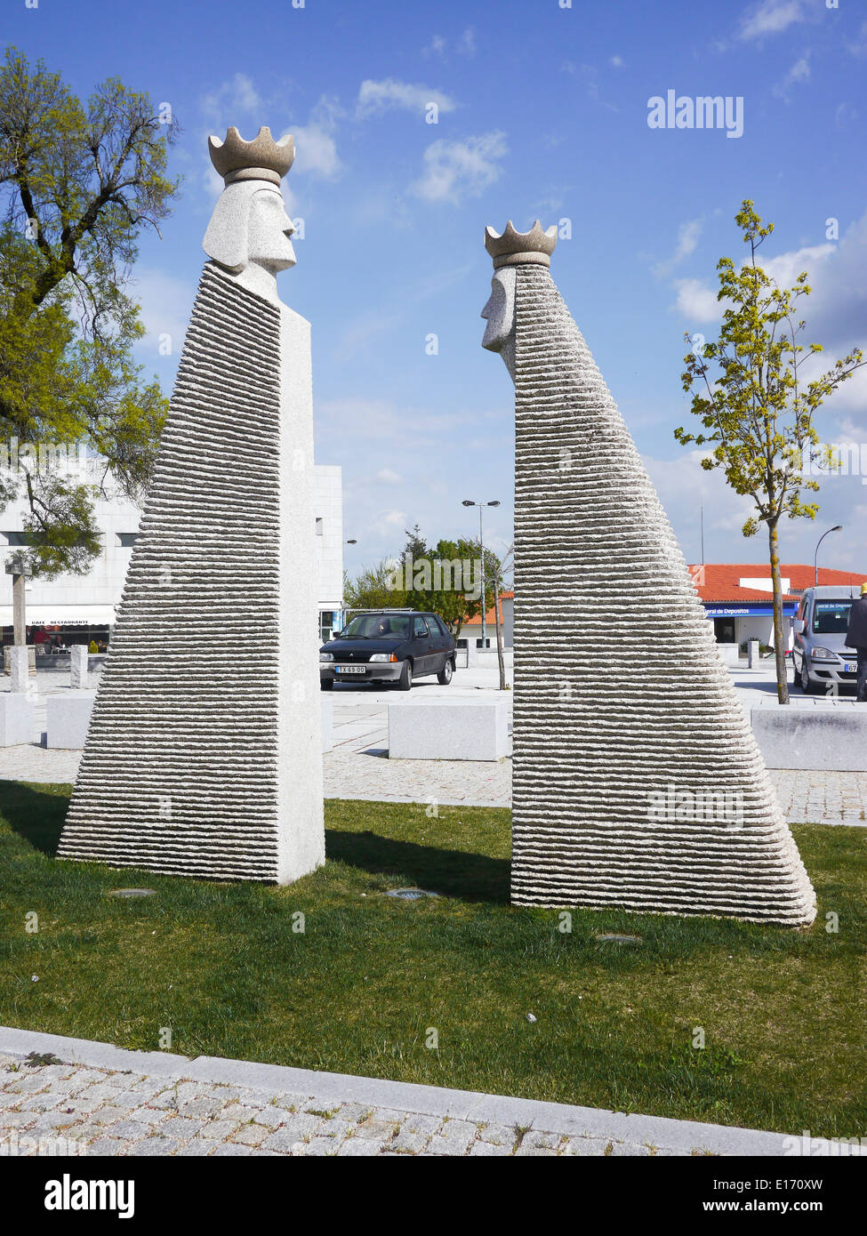 Portugal, the Beira Alta, Trancoso, modern sculpture of Chess king and queen - Stock Image