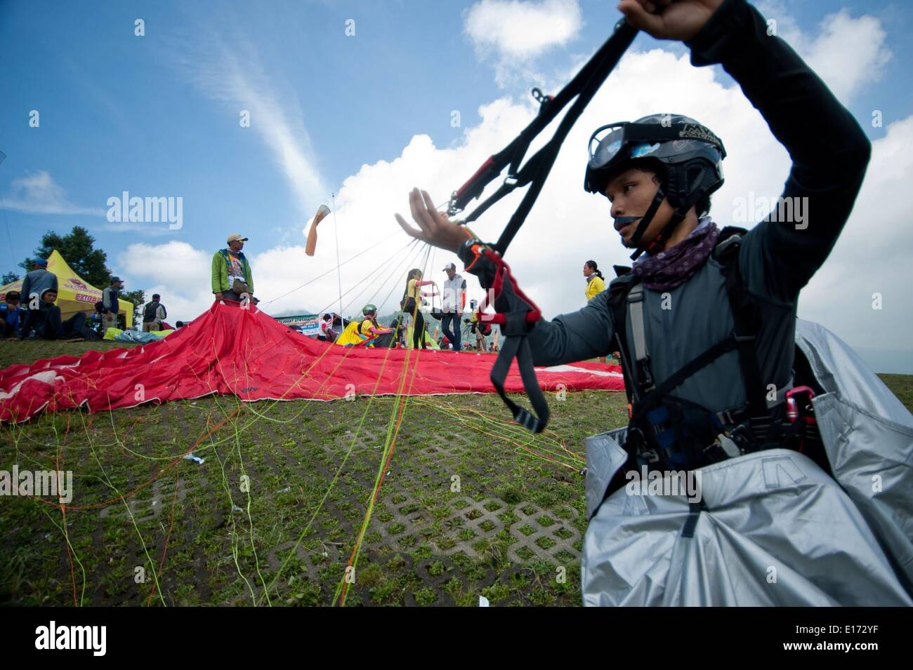 Fly Paragliding Stock Photos & Fly Paragliding Stock Images - Alamy