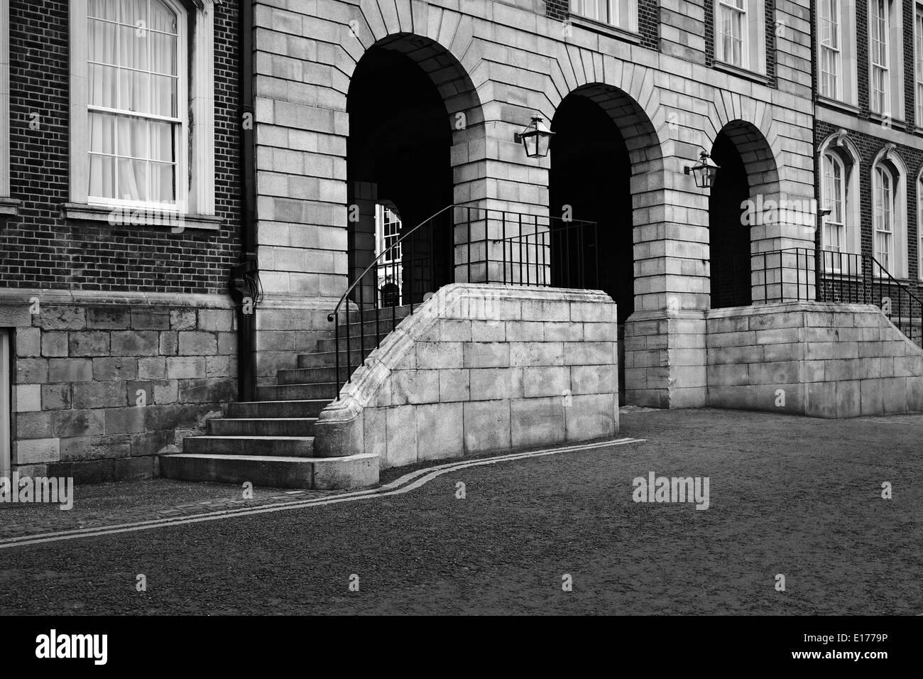 Dublin Castle Quadrangle and Arches - Stock Image