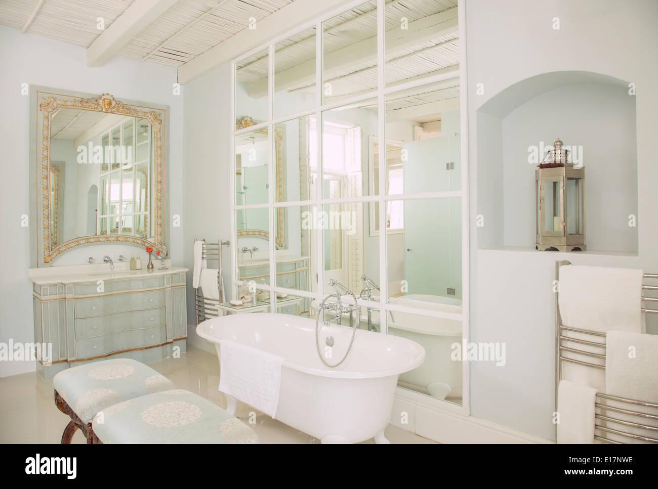 Luxury bathroom - Stock Image