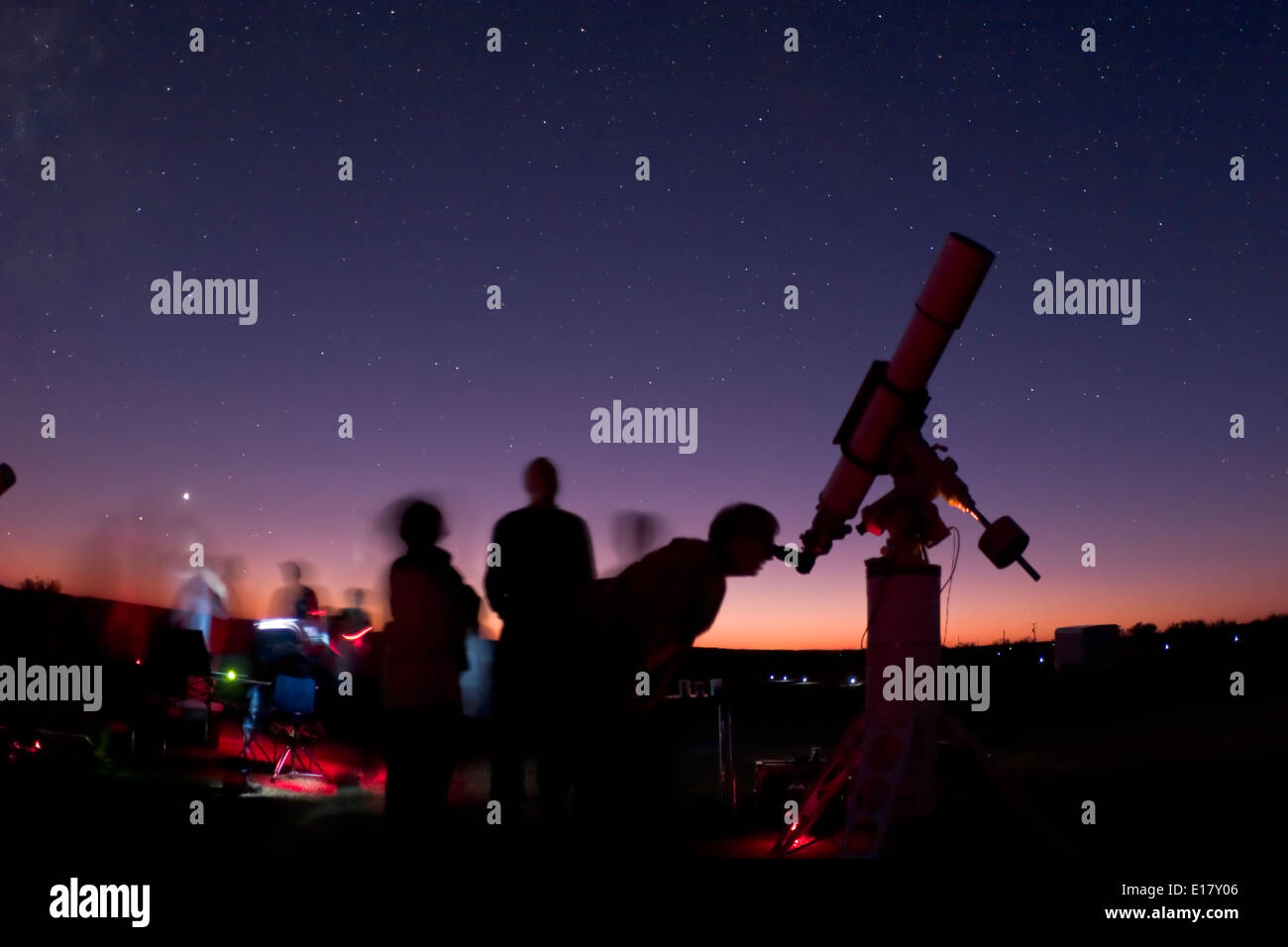 People and scopes at public starnight at 3RF Comanche Springs Astronomy Campus - October 25 2008 - Canon 20Da camera with 15 or - Stock Image