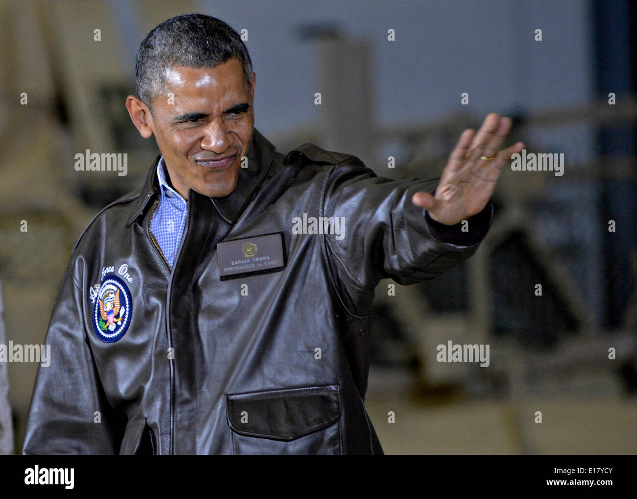 US President Barack Obama waves to soldiers during an unannounced visit to Bagram Air Field May 25, 2014 in Afghanistan. - Stock Image