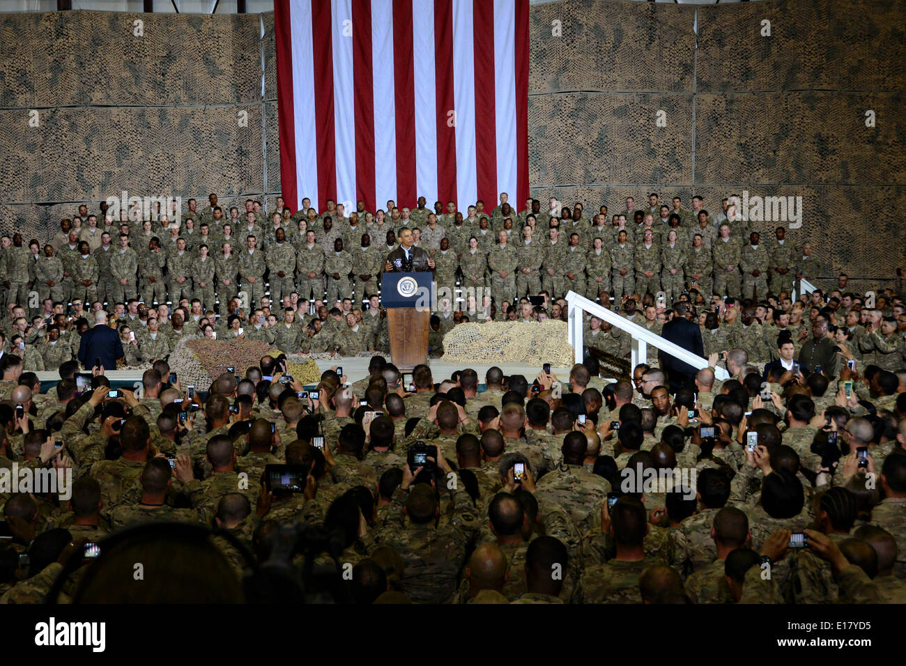 US President Barack Obama speaks to troops during an unannounced visit to Bagram Air Field May 25, 2014 in Afghanistan. - Stock Image