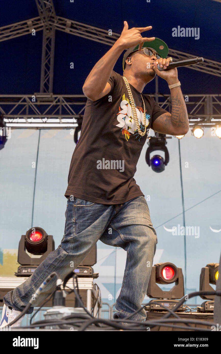 Shakopee, Minnesota, USA. 25th May, 2014. Rapper NAS performs during the 2014 Soundset music festival in Shakopee, Stock Photo
