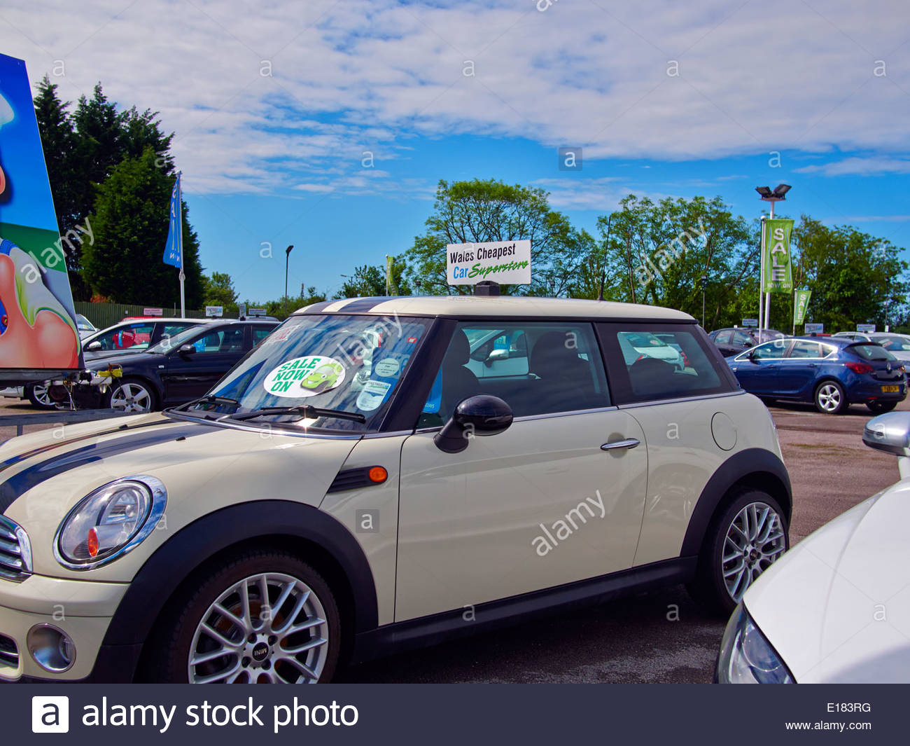 various makes of cars in pinetree garage a secondhand used car dealers in baglan port talbot south wales - Stock Image