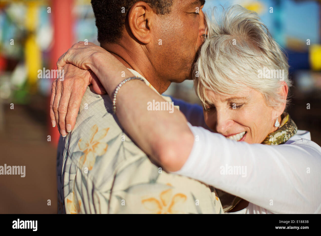 Senior couple kissing outdoors - Stock Image