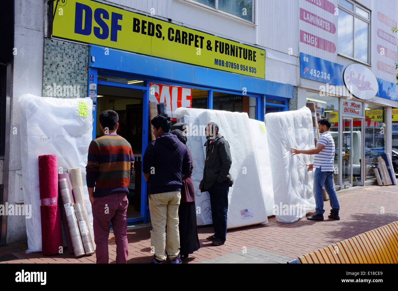 people looking at mattresses on sale in Luton - Stock Image