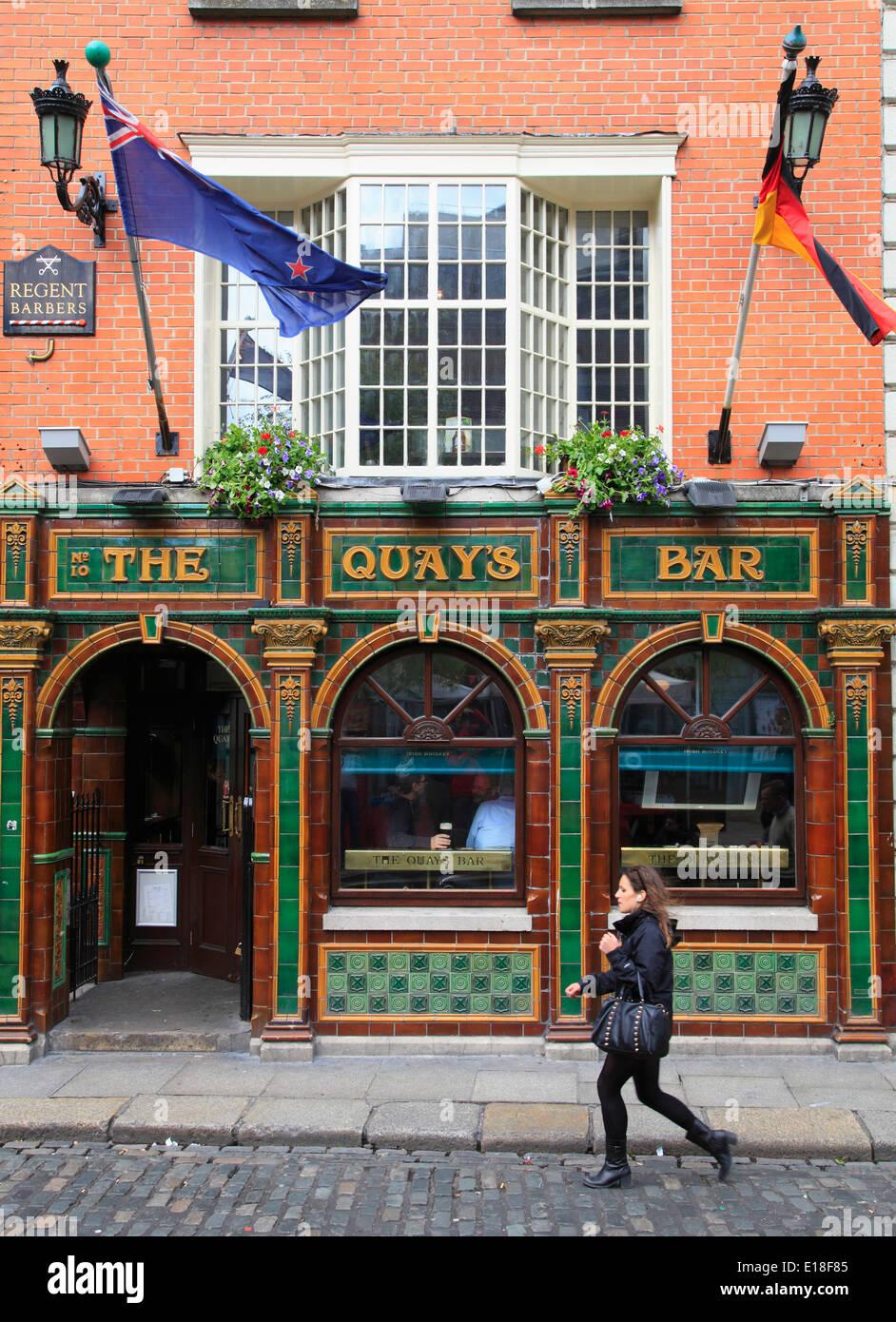 Ireland, Dublin, Temple Bar, pub, street scene, - Stock Image