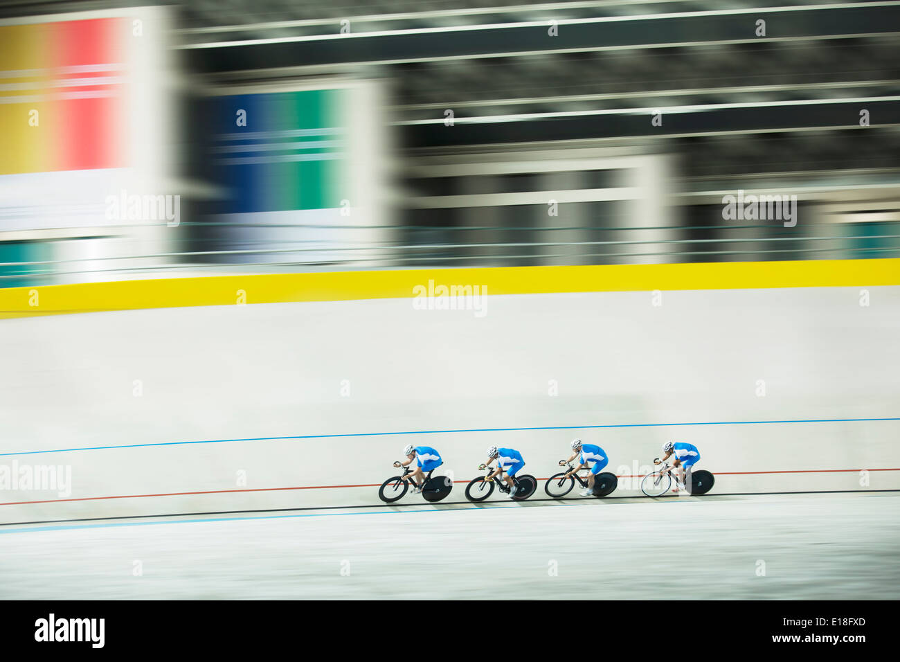 Track cycling team racing in velodrome - Stock Image