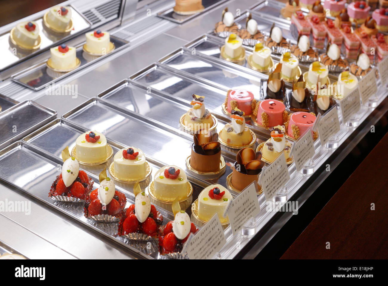 State of the art mousse cakes on display at famous Japanese patisserie shop HIDEMI SUGINO in Kyobashi, Tokyo, Japan. - Stock Image