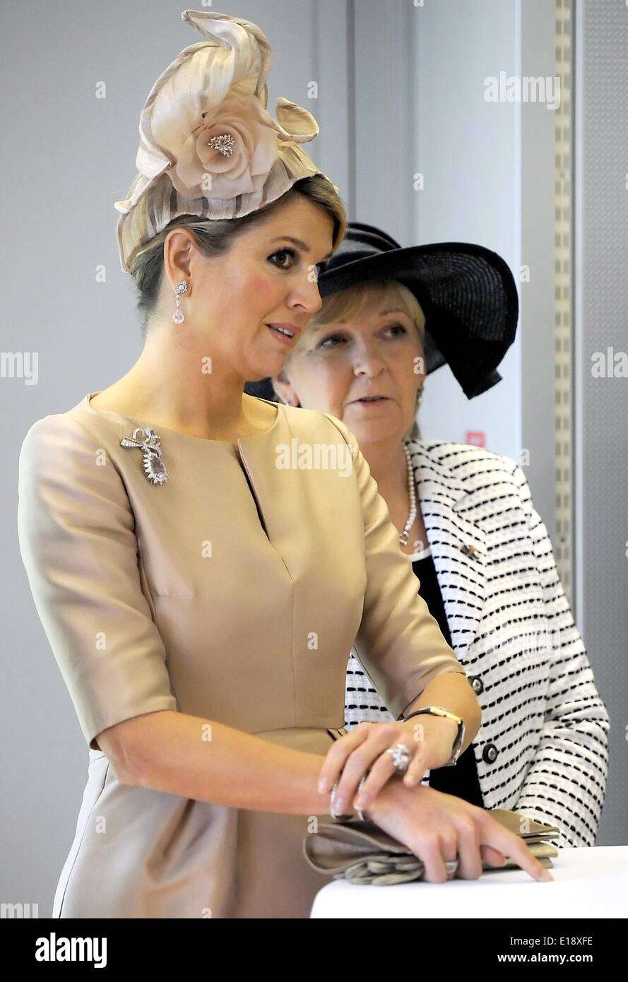 Dortmund, Germany. 27th May, 2014. Queen Maxima of the Netherlands and North Rhine-Westphalia's Premier Hannelore Kraft (SPD, L, back) listen to a speech at the Fraunhofer Institute in Dortmund, Germany, 27 May 2014. The Dutch royal couple is on a two-day visit to Germany. Photo: Henning Kaiser/dpa/Alamy Live News - Stock Image