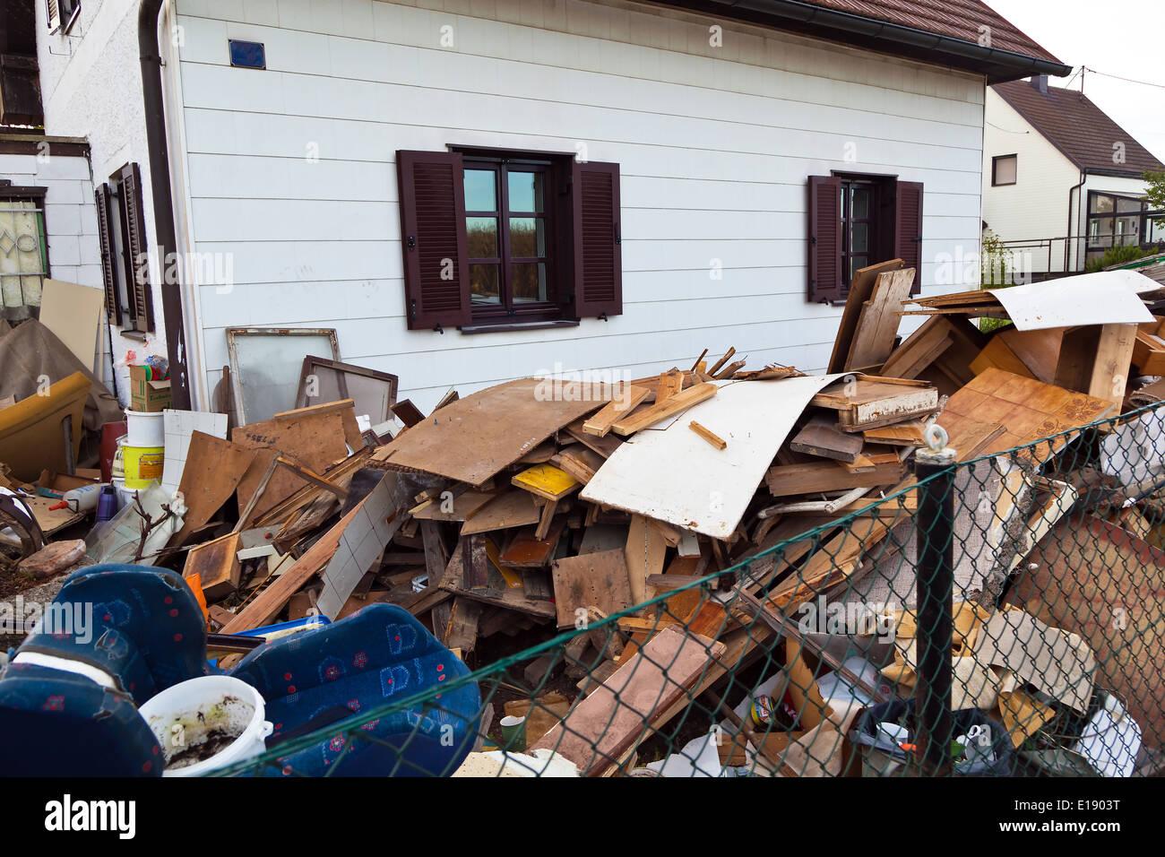 Ein Wohnhaus wird bei einem Umzug ger‰umt. Stock Photo
