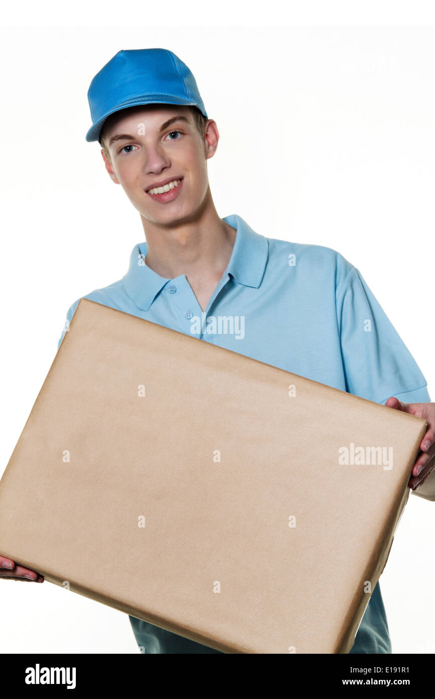 Ein junger Mann von Botendienst bringt ein Paket Stock Photo