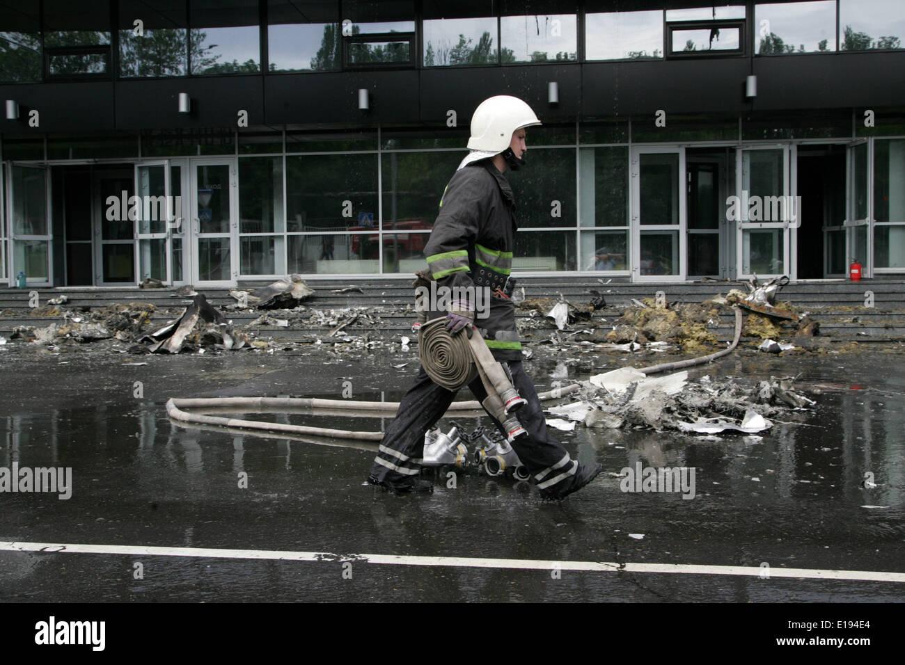 Donetsk, Ukraine. 27th May, 2014. A firefighter works at the burnt Druzhba Hockey Arena in Donetsk, Ukraine, May - Stock Image