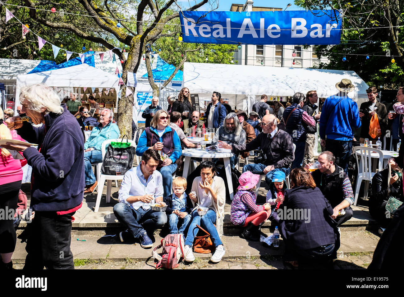 People eating and drinking in the sunshine. - Stock Image
